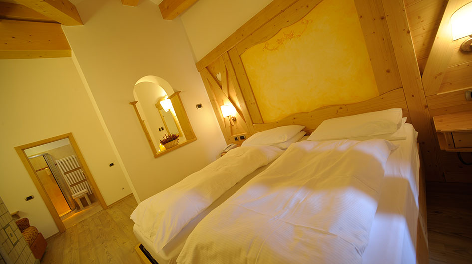 Double bed in the Junior Suite of Hotel Ambiez in Andalo