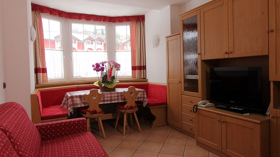 Three bedroom apartment with red textile at Hotel Ambiez